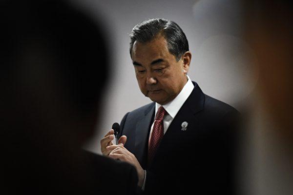 王毅無禮對待澳外長 中共外交官照本宣科背後
