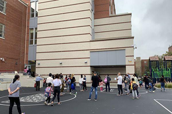 纽约市公校一周不同课室4例确诊 关校10天