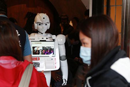 罗东亲子馆位于公正国小特教大楼1楼入口处设置体温检测机器人。