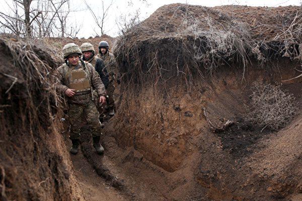 组图:俄罗斯向乌克兰边界增兵 乌筑防御工事