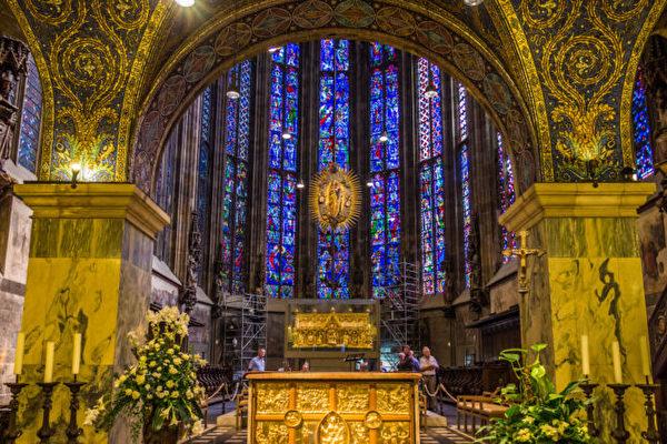 中世纪欧洲的信仰中心:亚琛大教堂