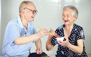 """""""再忙也要陪你吃饭""""双芋炖鸡给长辈暖胃"""