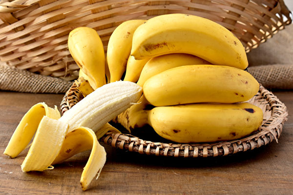 我們常吃的蔬果都含鉀,例如香蕉、菠菜、山藥等。(Shutterstock)
