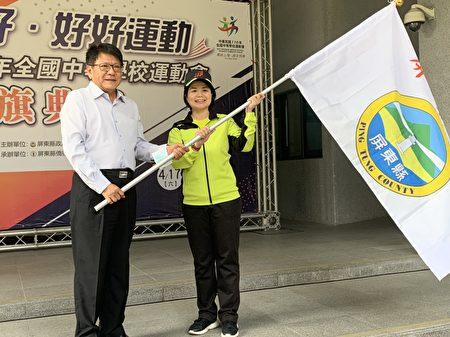 屏東縣政府13日舉行2021年全中運屏東縣代表隊授旗典禮,由縣長潘孟安親自授旗。