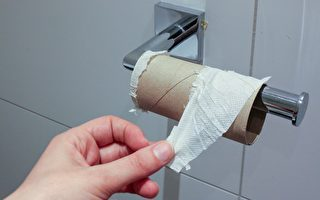 上班一个月蹲厕所50小时 台男被扣薪气炸