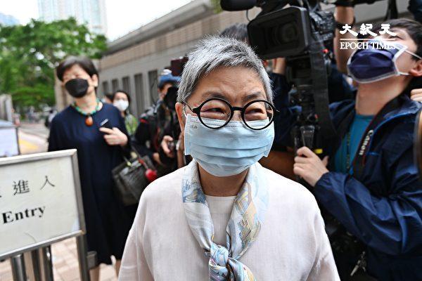 """4月16日,香港""""8.18集会""""与""""8.31集会""""案进行宣判程序。图为吴霭仪到场。(宋碧龙/大纪元)"""
