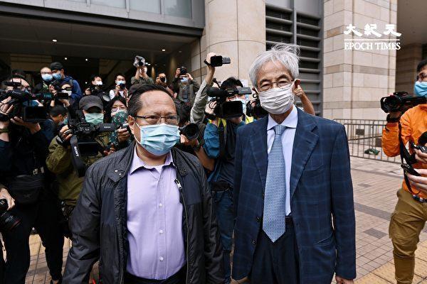 """4月16日,香港""""8.18集会""""与""""8.31集会""""案进行宣判程序。图为何俊仁(左)、李柱铭(右)到场。(宋碧龙/大纪元)"""