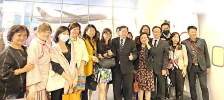 台北市高中高職家長協會參觀航空模擬教室合影。