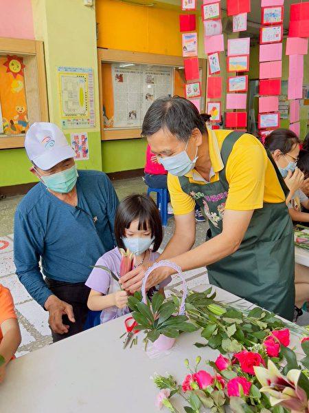 庆祝母亲节活动,桂林附幼特别邀请母亲及男性照顾者共襄盛举,让幼生也能感谢平日照顾他们的父系长辈。