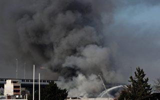 组图:法国巴黎近郊仓库发生大火