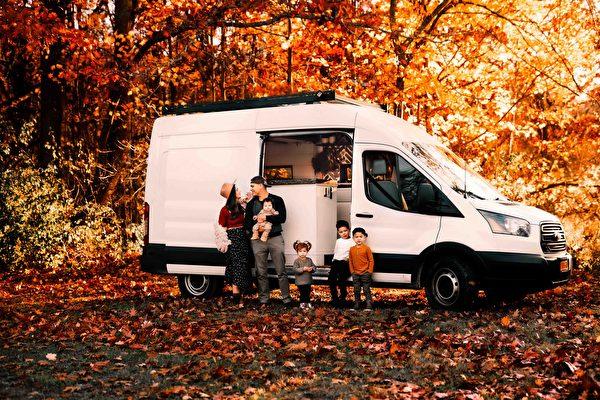 "id12887457 et van trip 89 78 600x400 - Converted vans into ""European huts"" for traveling parents   Mini House   Epoch Times"