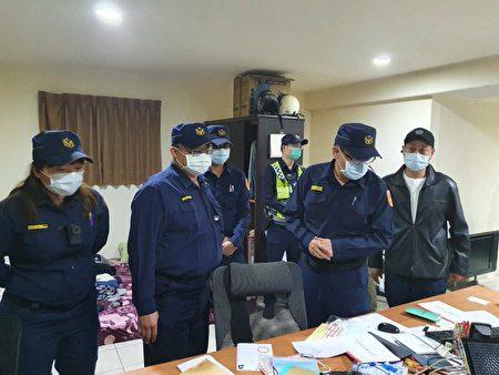 警方現場逮捕以林姓為首的4名機房成員。