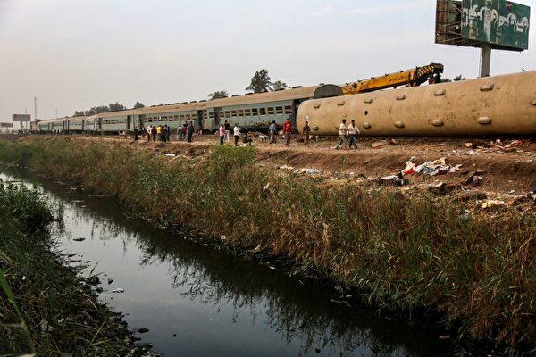 埃及火车出轨翻覆 至少11死98伤