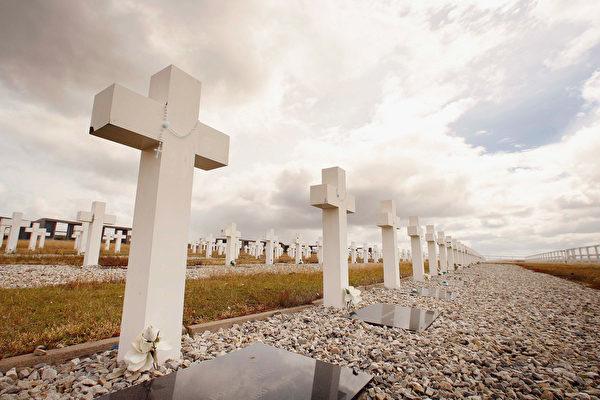 2007年2月7日,福岛战争25周年之际,福克兰岛上的受难者公墓。(Peter Macdiarmid/Getty Images)