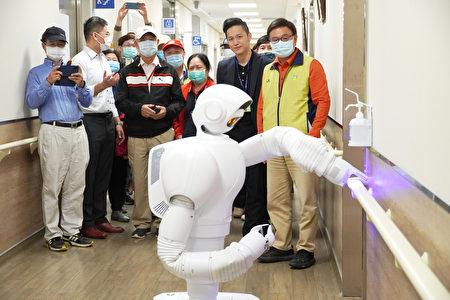 金色年代长照机构AI环境消毒。