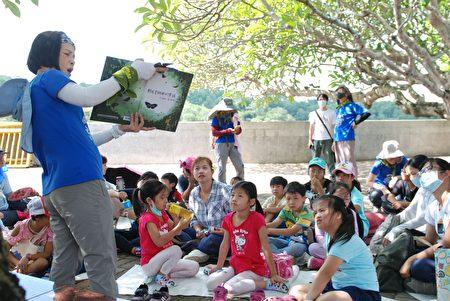 台中大肚瑞井圖書分館舉辦,讀繪本玩森林的活動。