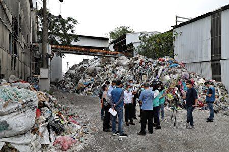 今日立法委員王美惠、行政院環境保護署環境督察總隊、廢棄物打包廠商、廢塑料處理廠商等與環保局共同到現場,研議打包、廢塑料回收處理等解決方案,要求地主、行為人朝打包廢棄物方向積極辦理。