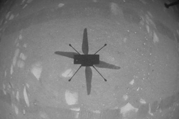 历史性一步 NASA创新号火星直升机成功首飞