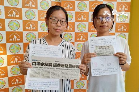 孪生姊妹老师黄子庭(右)、黄子芸分享读报教育成果。