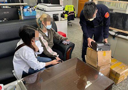 警方将物品带返所后通知黎女前来确认,黎女不断向员警道谢。