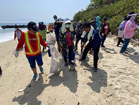 琉球乡净海净滩活动,600位志工合击清除脏乱,还原琉球干净舒适样貌。