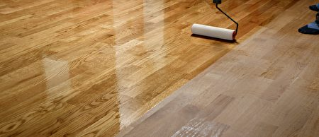 Lacquering,Wood,Floors.,Worker,Uses,A,Roller,To,Coating,Floors.