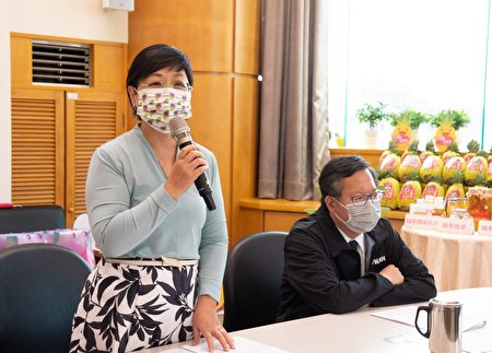 侨务委员会副委员长徐佳青表示,期待透过爱心捐赠活动,让凤梨产生社会正向效益,激励更多台商投入公益事业。