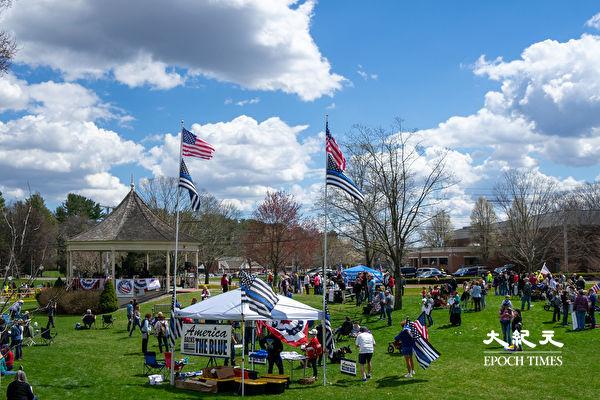 民众在美国独立战争起始地庆祝爱国者日