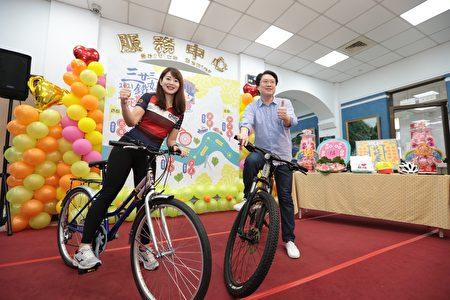 林右昌與魏華萱舉行活動記者會。