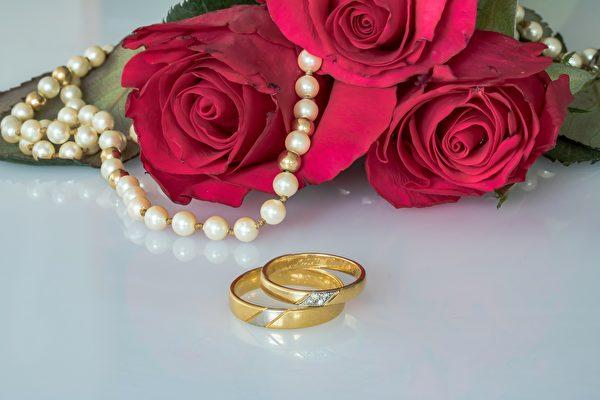 英九旬夫妻携手七十载 分享幸福婚姻秘诀