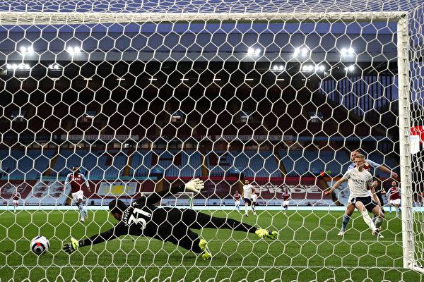 组图:英超第32轮 曼城2:1胜阿斯顿维拉