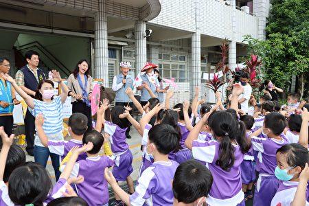 縣長與小朋友唱客家歌謠