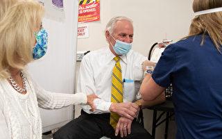 南卡州長和第一夫人接種第一劑COVID-19疫苗