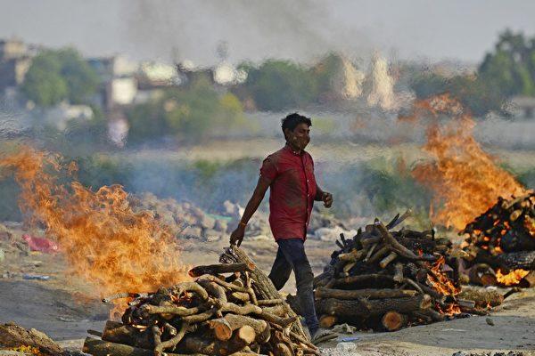【疫情5.7】印度火葬大量尸体致木材短缺