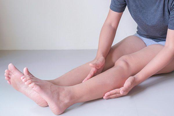 敲膽經能排毒、改善痘痘肌、瘦腿,有5大好處。(Shutterstock)