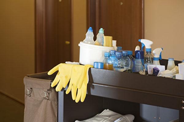 研究发现,饭店内最脏的是客房打扫人员放了一堆清洁用品的拖车内。(Shutterstock)