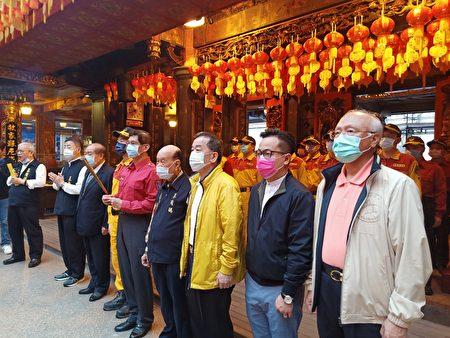 庆安宫对搜救人员进行平安祈福仪式。