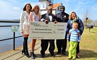 自闭症童之母为学校爱心管理员筹3.5万美元