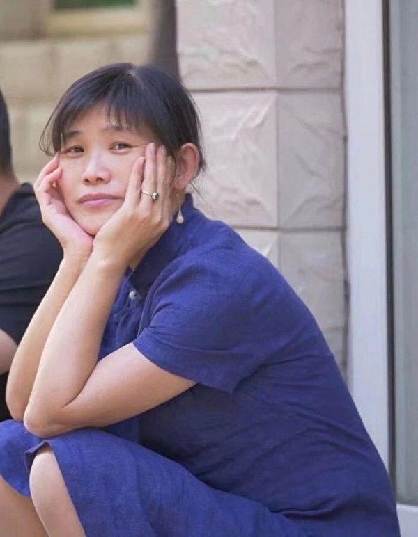 现年53岁的北京画家许那因拍摄北京疫情期间照片,被中共当局非法关押、起诉。图为许那。(大纪元)