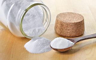 用小苏打清洁家中物品、洗蔬果,可防霉菌、除臭、去农药。(Shutterstock)