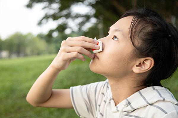 小孩容易流鼻血是什麼原因,如何有效處理止血和預防?(Shutterstock)