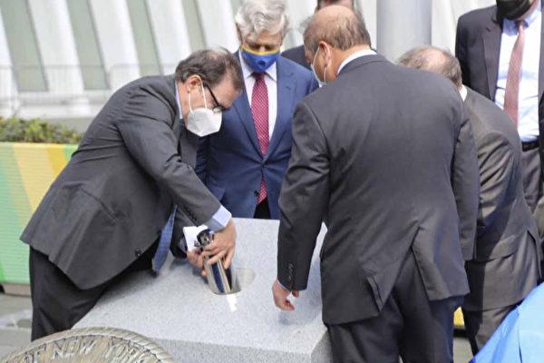 兩州港務局慶祝成立百年 在世貿中心埋入時間膠囊