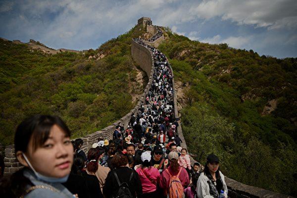 五一大陸景區遊客密集 高速擁堵引吐槽