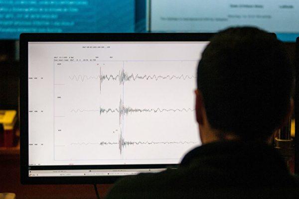 手掌大小 加州高中生研发出高精度地震仪