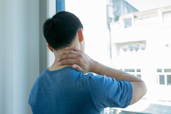 慢性淋巴细胞白血病在新冠疫情期间应留意自己的健康,出现淋巴结肿大等症状要警惕。(Shutterstock)