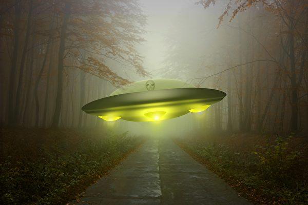 目击30公分高外星人走出UFO 玻国居民惊呆