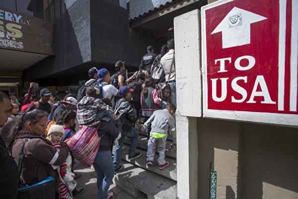 拜登宣布难民限额增四倍 接纳6.25万人