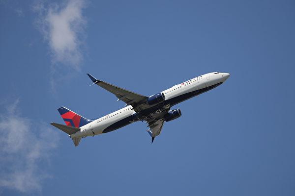 美国女子在飞机上产子 刚好有医生护士帮忙