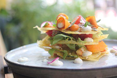 慈心基金會與綠色餐飲指南攜手餐廳主廚傳遞本土小米豐富滋味,將本土小米化身為漢堡、小米煎餅等各式創意料理。