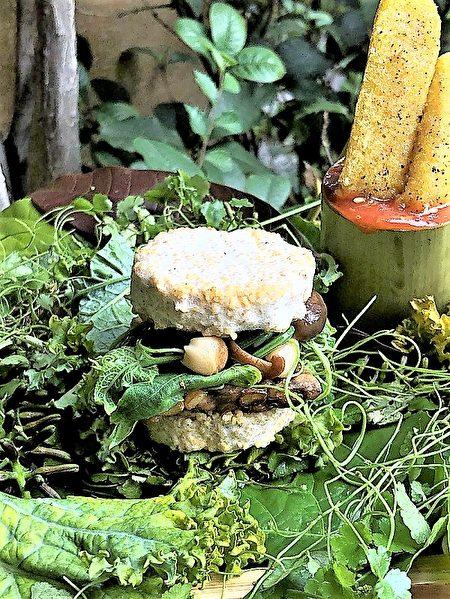 綠色餐廳小小蔬房推出的勇士漢堡(小米天貝漢堡)。